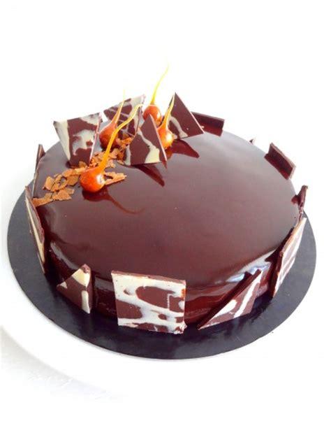 patisserie et cuisine royal au chocolat et glaçage miroir au cacao cap