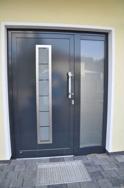 Eingangstür  Haustür In Anthrazit Mit Seitenteil Aus Glas