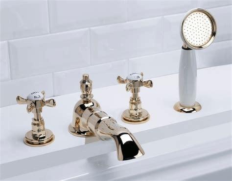 montaggio vasca da bagno montare il rubinetto della vasca da bagno gli impianti
