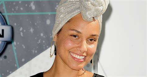 Alicia Keys Goes Without Makeup At Bet Awards 2016