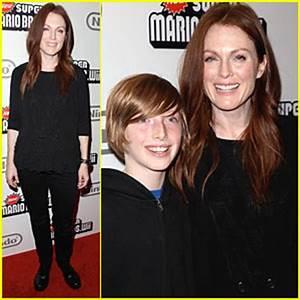 Julianne Moore is a Mario Mom | Julianne Moore : Just Jared
