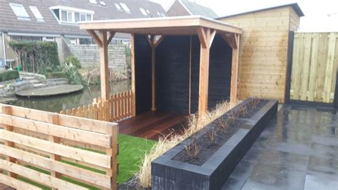 tuin met vijver vlonder en overkapping tuin met overkapping banfield landscaping