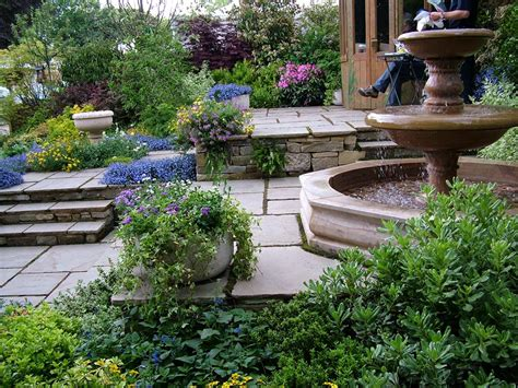 Garden With Patio by Chelsea Flowers On Show 6