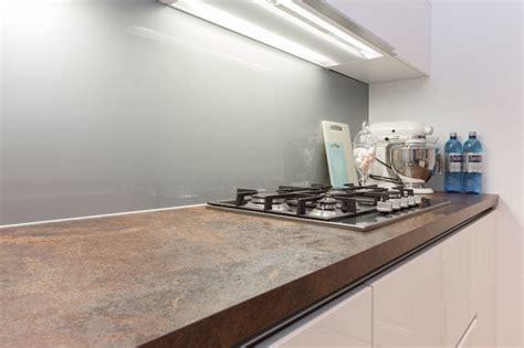 plan ceramique cuisine cuisine blanche plan de travail céramique contemporary