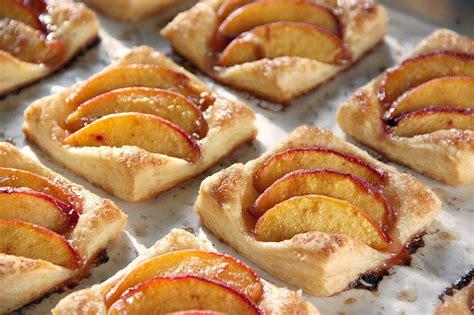 of dessert puff pastry tartlets