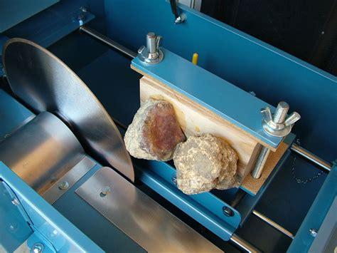 cutting rocks with a slab saw