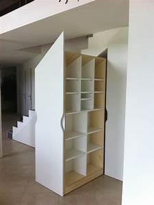 Placards sur mesure sous escalier • Les Ateliers du Cèdre : cuisine et agencement