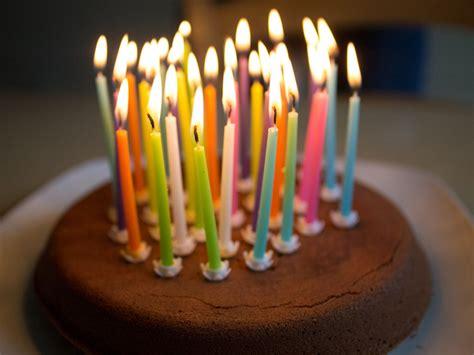 encore une bougie de soufflee joyeux anniversaire monsieur sapin apr 232 s avoir souffl 233 vos bougies il ne vous restera plus