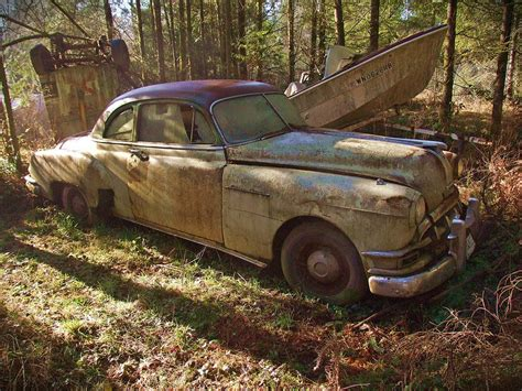 9 Survival Items You Can Scavenge From Abandoned Vehicles