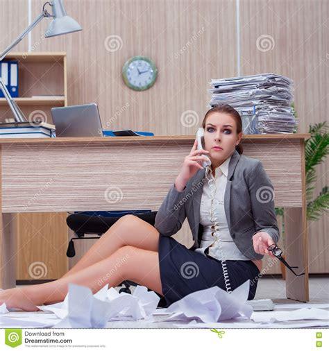 sous le bureau de la secretaire sous le bureau de la secretaire 28 images les 17