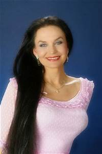 Once just Loretta Lynn's sis, Crystal Gayle has forged a ...