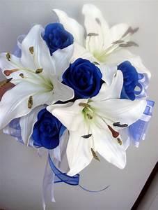 white and blue roses wedding flowers iPunya