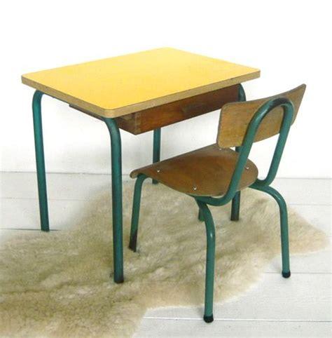 chaise d ecole petit bureau d 39 école et sa chaise j 39 ai trouvé ma table formica bureaus