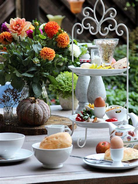 Etagere Auf Frühstückstisch, Gedeckter Tisch Zum Frühstück