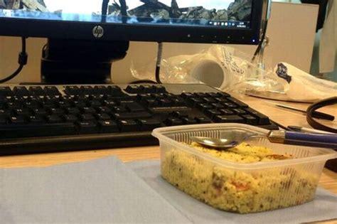manger au bureau manger au bureau serait source de stress