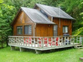 Stunning Cottage Layouts Ideas by Diy Tiny Cabin With Deck Less Than 20k To Build Tiny