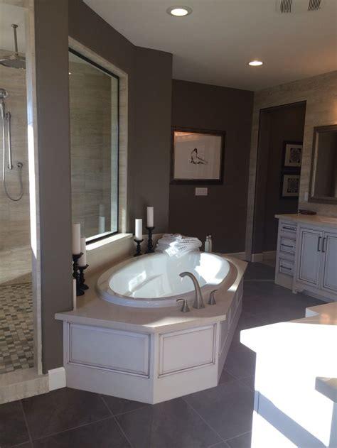 great bath tub  dual head shower   entrances