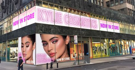 Kylie Jenner Shop Kylie Cosmetics Pop Up Stores Opening In Topshop For The