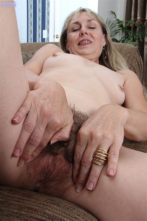 Horny Mature Sophie Fingers Her Hairy Slit Photos Sophie