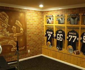 notre dame football locker room mural by tom taylor of wow With best brand of paint for kitchen cabinets with notre dame wall art