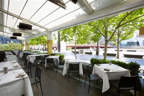 outdoor retractable awnings roof melbourne   restaurant