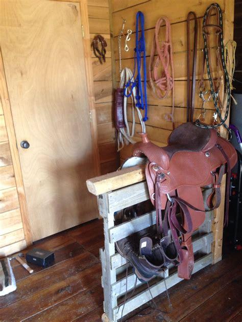 saddle rack    pallet  wood post easy
