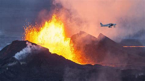 Unfassbare bilder vom fagradalsfjall | vulkanausbruch auf island legt flugverkehr lahm. Island: Ein Vulkanausbruch, schön wie ein Gemälde | ZEIT ...