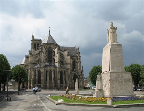 le bureau soissons file soissons monument aux morts jpg wikimedia commons