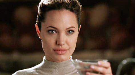 foto de Use concealer as lipliner Angelina Jolie's MUA says