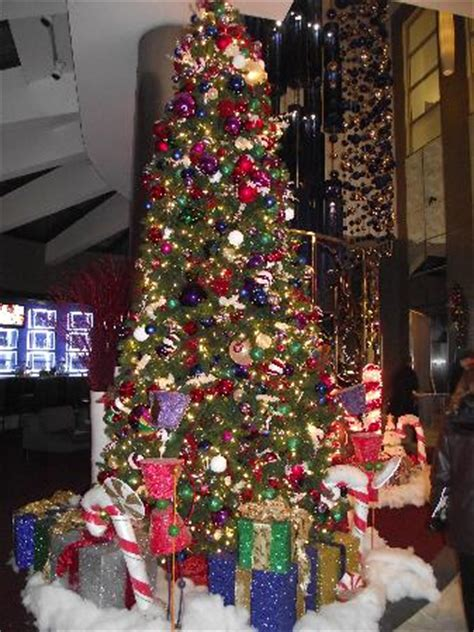 times square christmas tree tree in lobby picture of doubletree suites by hotel new york city times