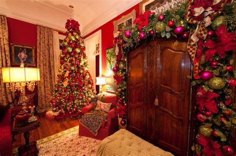 Holiday Installation Grand Colonial  Traditional Living