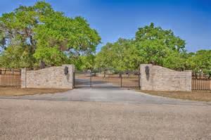 Driveway Entrance Stone Gate Texas
