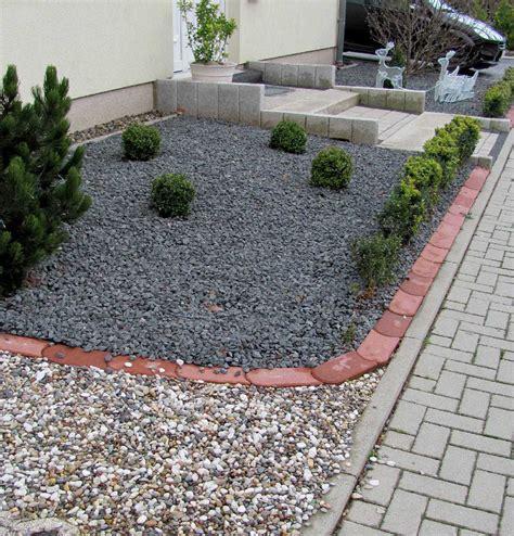 vorgartengestaltung mit steinen vorgarten bepflanzen hausdesign pro mit basaltsaulen