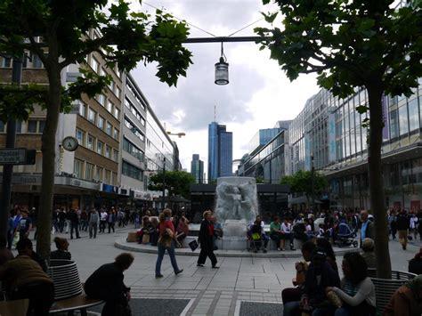H Und M Frankfurt Zeil by H M Frankfurt Zeil Hennes Mauritz H M Fashion Store In