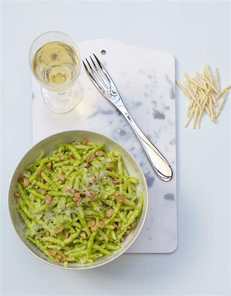 recette de pates au pesto vert 28 images recette des p 226 tes au pesto g 233 nois pommes de