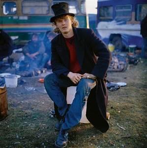 21st century Gypsies: New Age Travellers adopt horse drawn ...