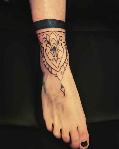 tatuaggi piede fiori tatuaggio sul piede tutto quello c 232 da sapere