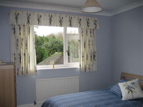 Choose Elegant Short Curtains For Bedroom