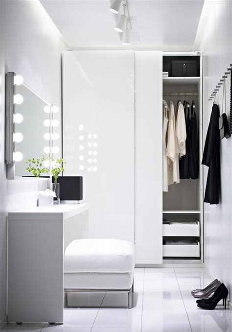4 small walk in closet organization tips and 28 ideas
