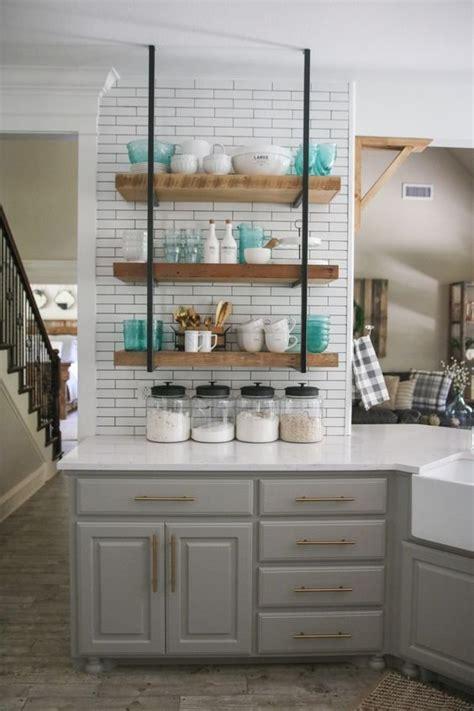 5 formas creativas para decorar tu cocina con repisas
