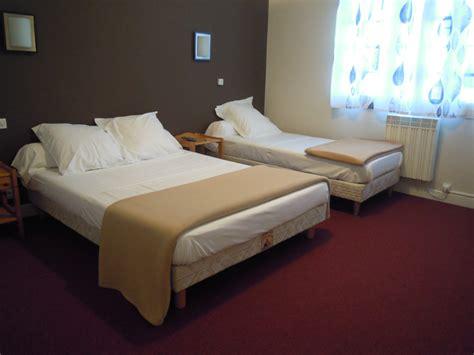 hotel chambre 3 personnes hôtel à gaudens avec piscine extérieure chambre