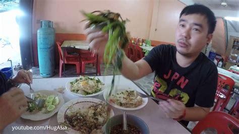 Food to order in Banphai Thailand ร้านมารวยบ้านไผ่ - YouTube