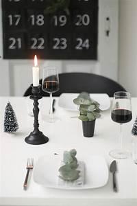 Schwarz Weiße Wohnwand : schwarz wei e weihnachtstischdeko 23qm stil ~ Frokenaadalensverden.com Haus und Dekorationen