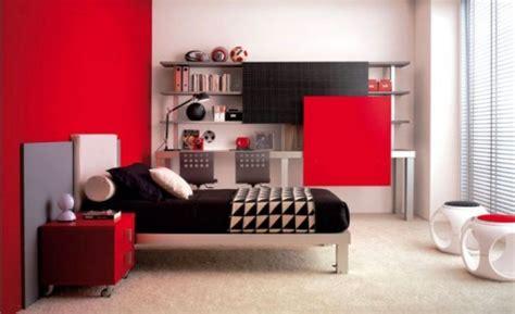 Rote Wandfarbe Schlafzimmer. John Cotton Bettdecken Läufer