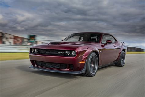 hellcat challenger dodge reveals 2018 challenger srt hellcat widebody with