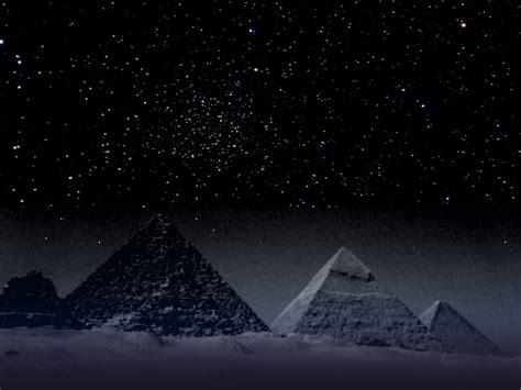 giza oder auch gizeh mit den pyramiden