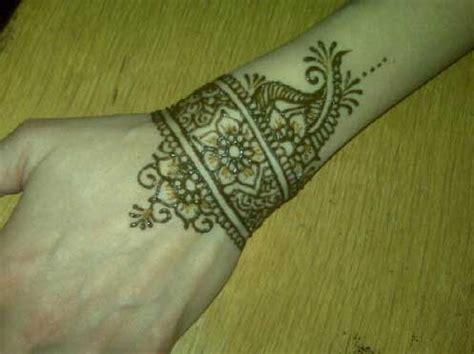 wrist mehndi designs  girls sheclickcom