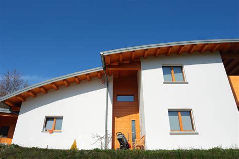 ingresso abitazione casa tetto curvo a lorenzaso bdm legnami