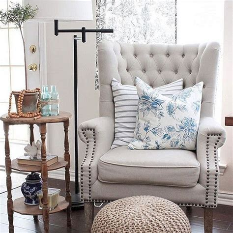 awesome accent chair  living room  awesome accent