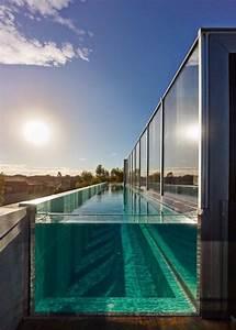 Beton  Glas En Een Zwembad Op Het Dak